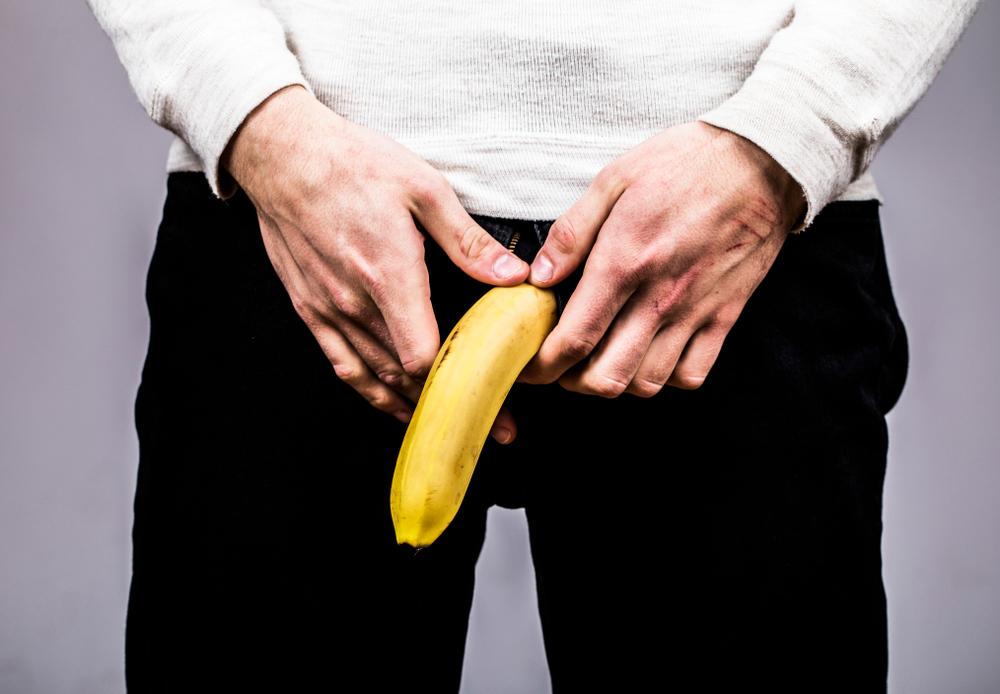 velký penis v kalhotách